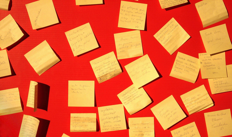Sticky notes red background